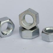 Piulita hexagonala tratata DIN 934 GR 10 brunat sau zincat